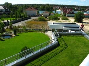 проект современного дома с плоской зеленой эксплуатируемой кровлей, панорамными окнами и террасами, проект Эбро