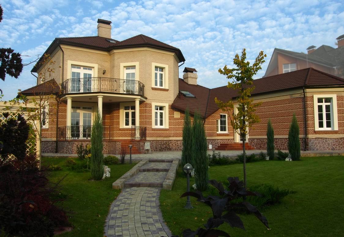 Реализация проекта Днепр - проект дома с бассейном и террасами