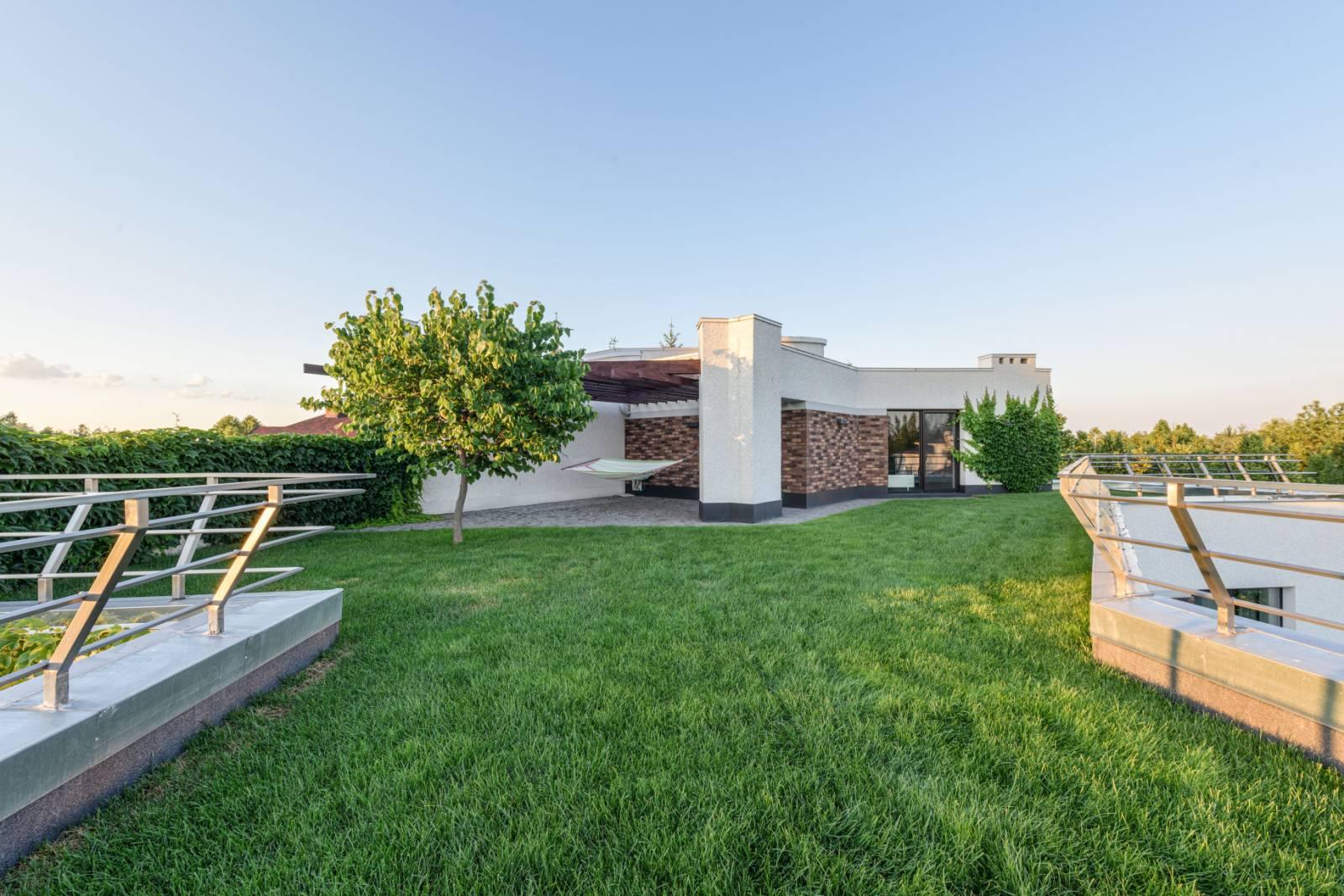 Проект дома с плоской кровлей, панорамными окнами и террасами - проект Эбро